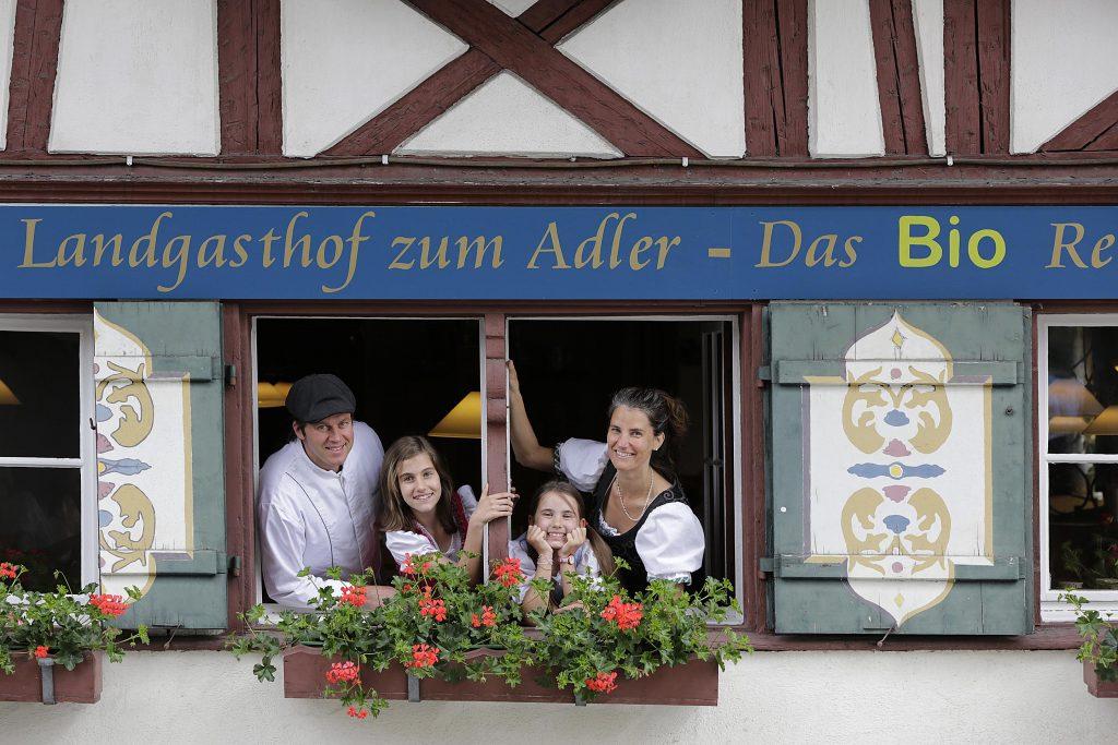 Die Betreiber Familie des Biohotels Vogter Adler mit ihren Kindern